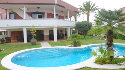 1051: Villa for sale in Torrevieja